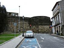 Esquina da Rúa do Carme coa Rolda da Muralla