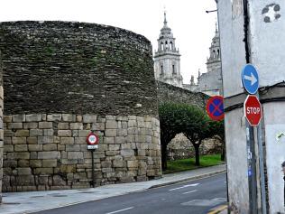 Esquina Rúa do Carme e Rolda da Muralla