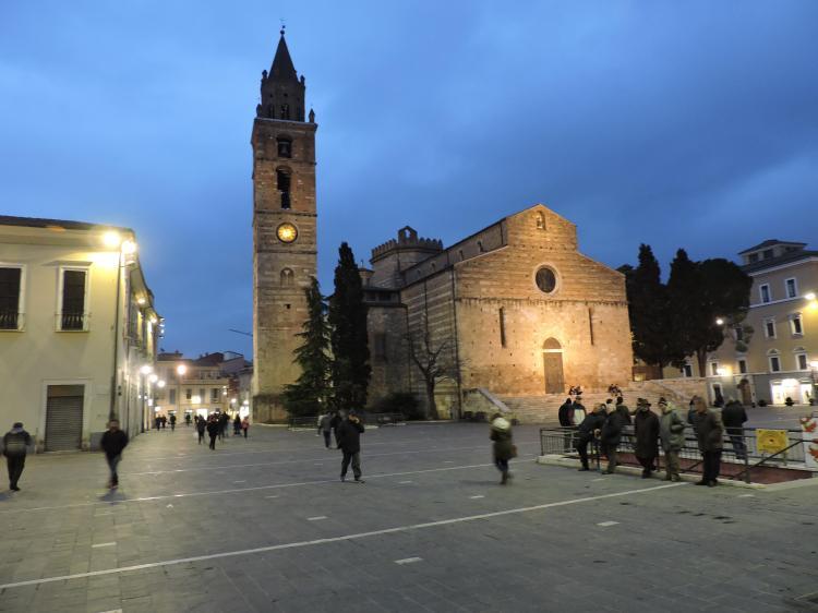 Duomo de Teramo, Piazza Martiri della Libertà