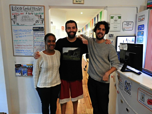 Con Raquel Tuluco e David Jorge, traballadores do Lisbon Central Hostel