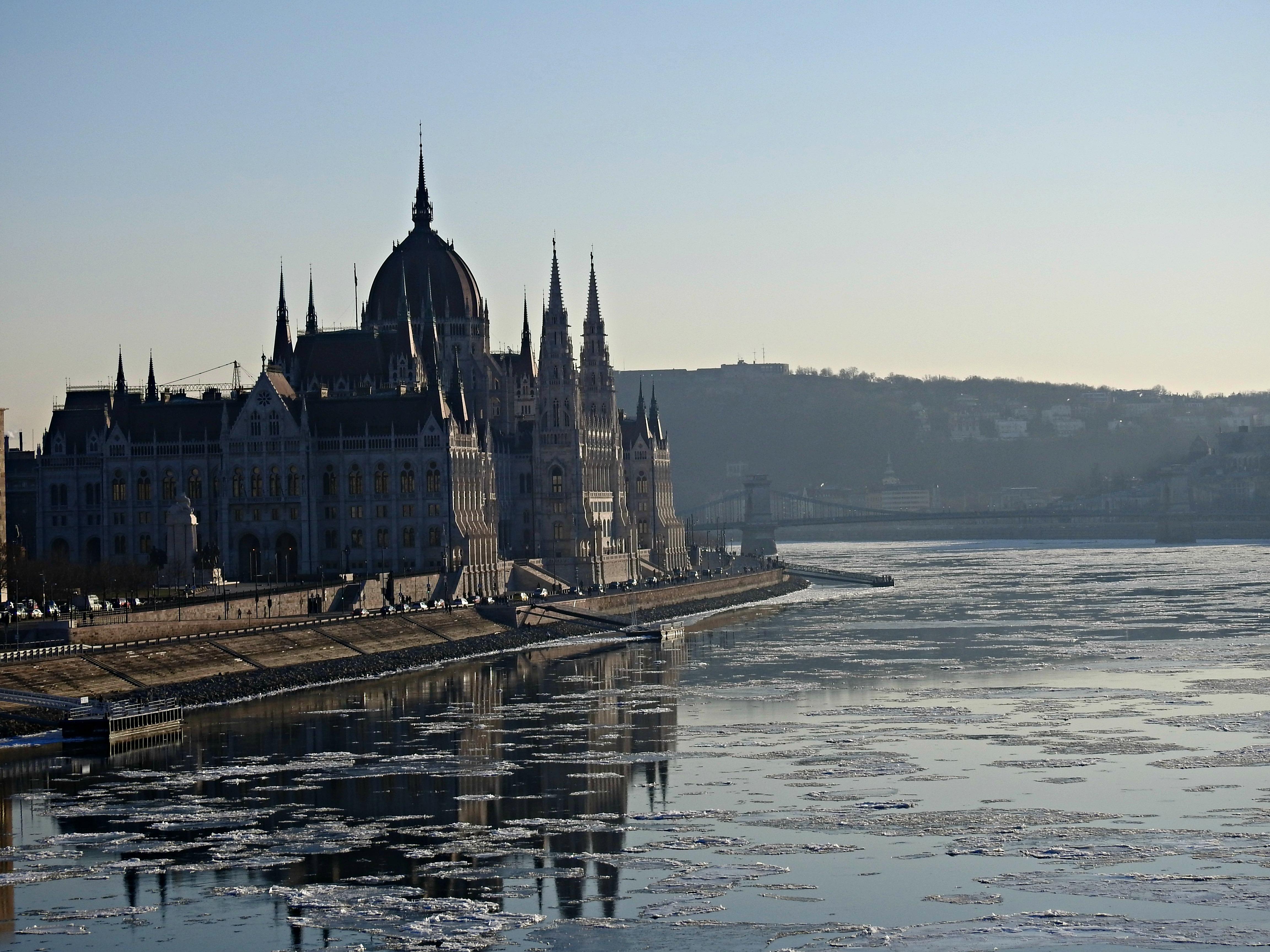 O Parlamento húngaro (1885-1904)