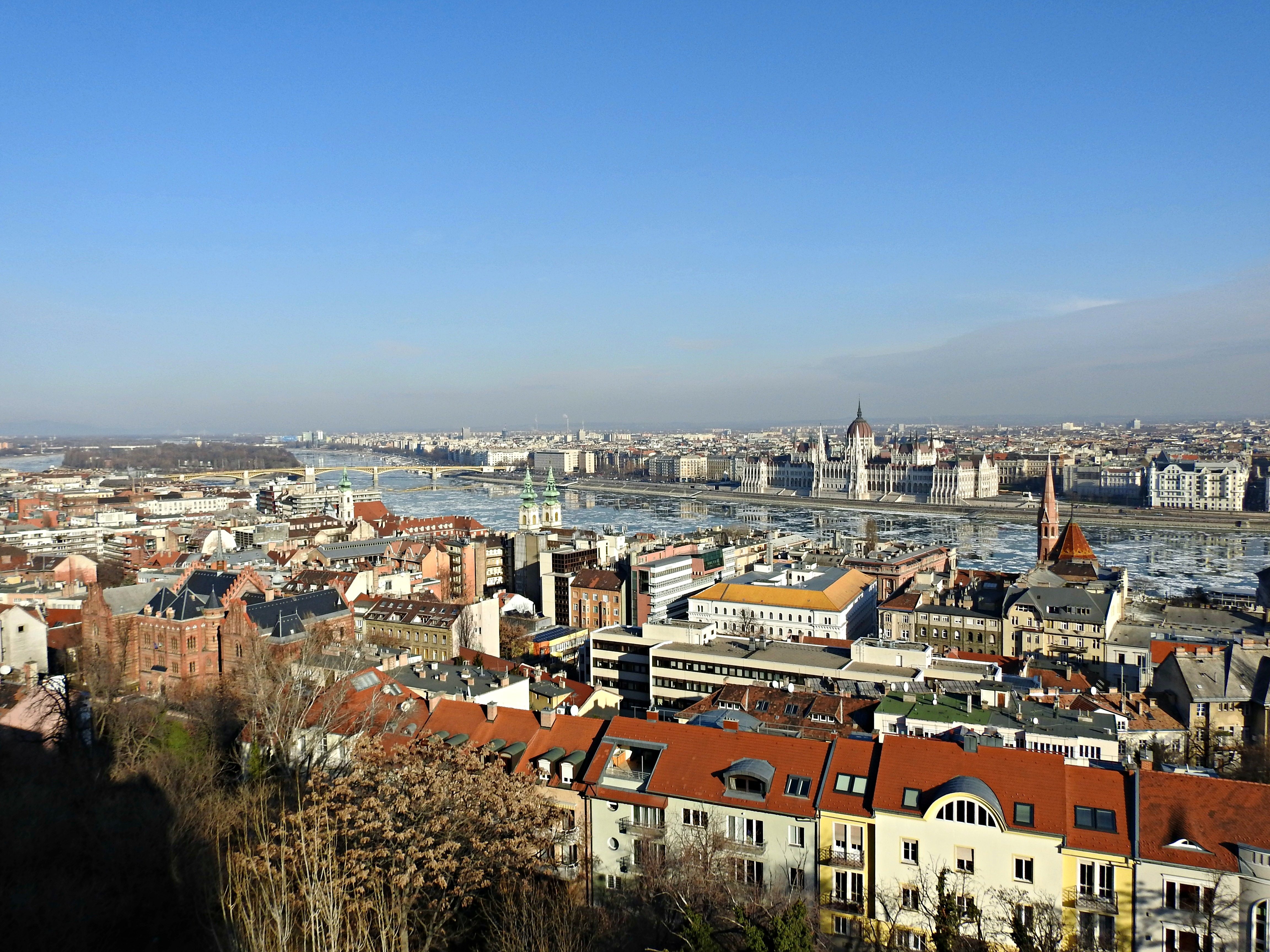 Vistas do Danubio e Budapest dende o Halászbástya