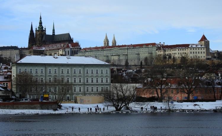 Río Moldava e Castelo de Praga