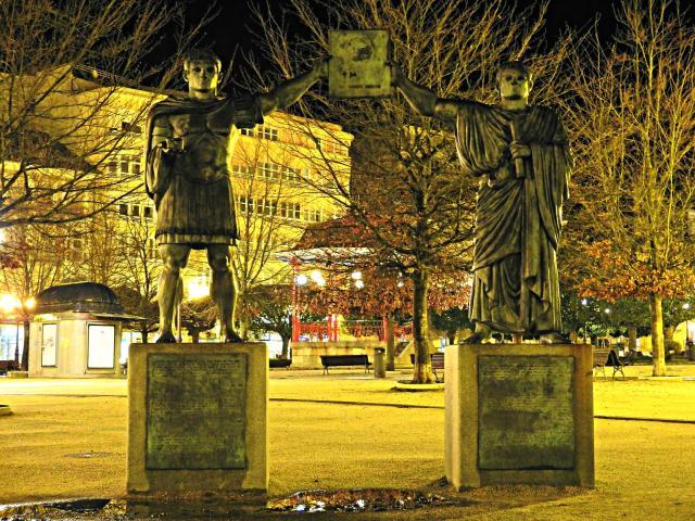 Monumento aos fundadores de Lugo: Augusto e Paulo Fabio Máximo (Foto: Guido Álvarez Parga)