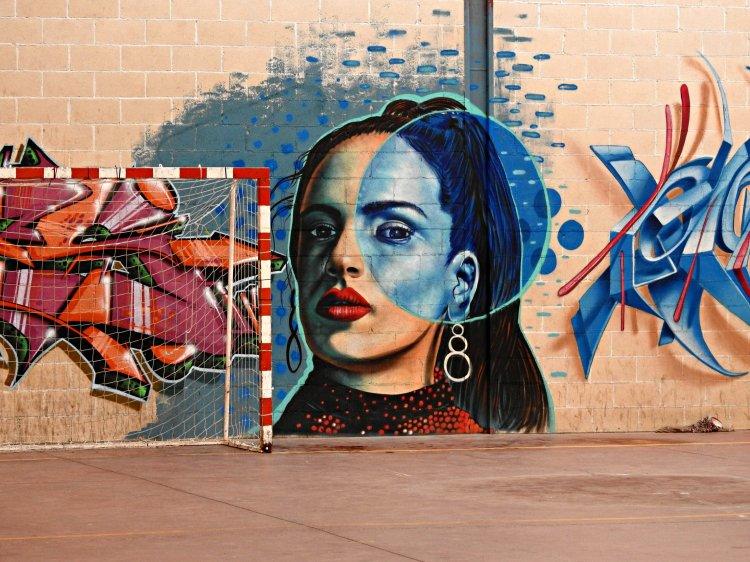 Mural de Otro Prisma no CEIP Paradai